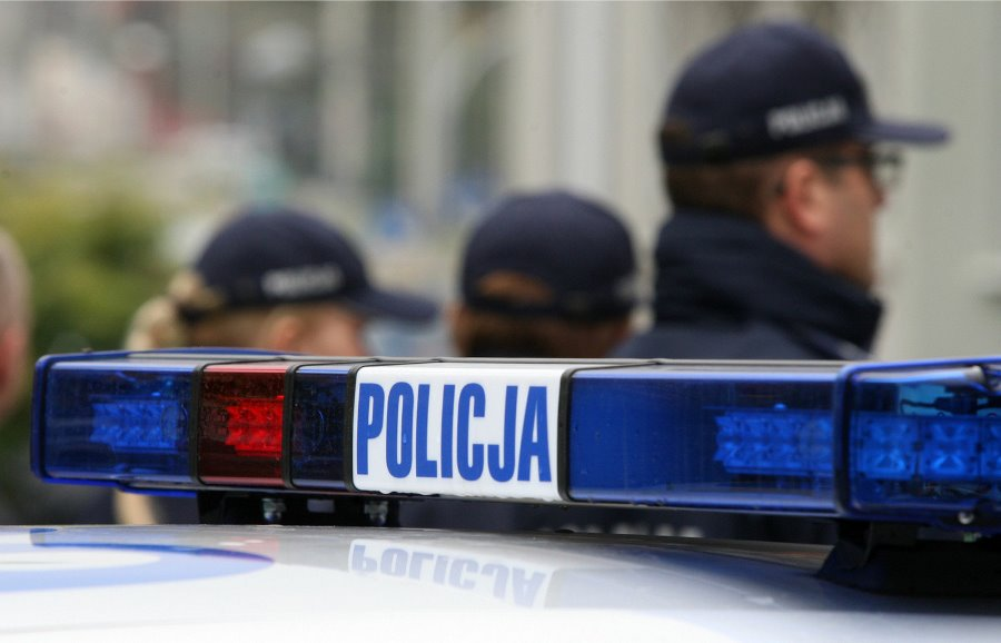 POLICJANCI URATOWALI KOBIETĘ
