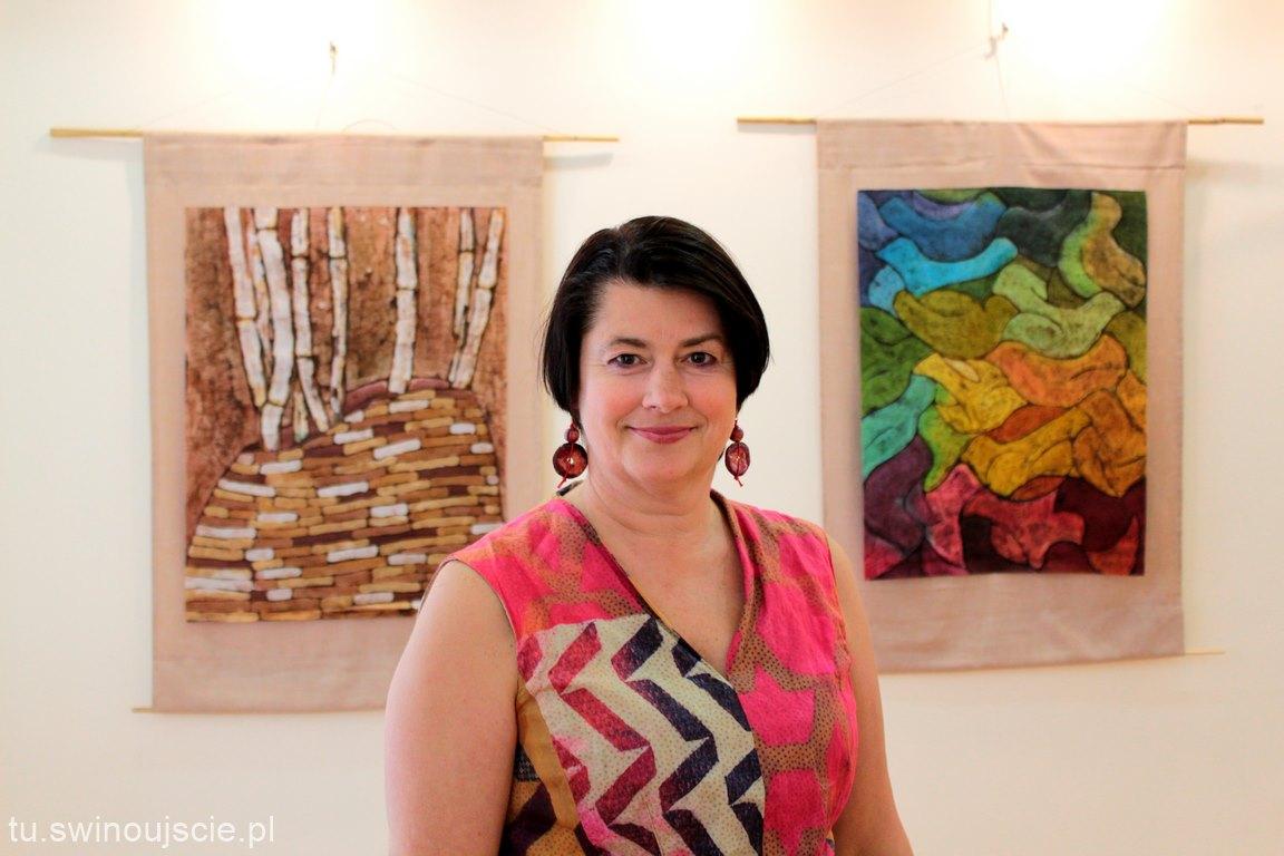 """Otwarcie wystawy batiku i ceramiki pt.: """"Barwy natury"""""""