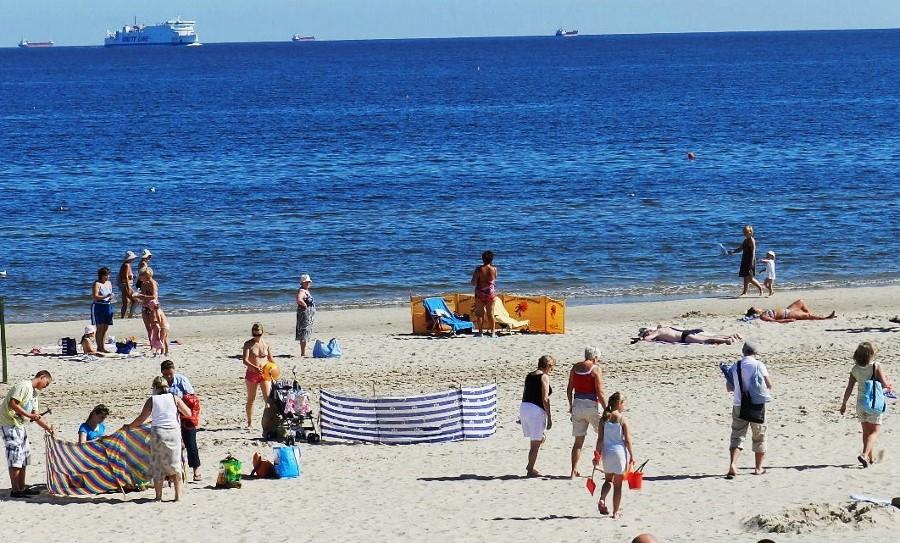 Plaża. Ratownicy już są i będą do połowy września