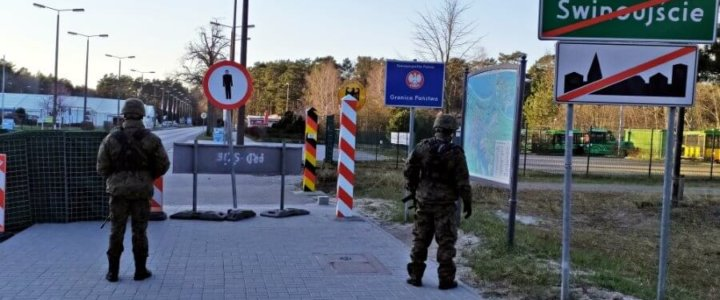 """Marynarze ze Świnoujścia wspierają żołnierzy """"Dwunastki""""."""