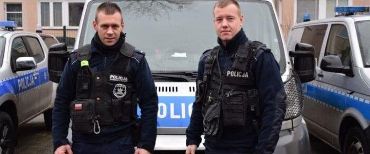 Świnoujście. POLICJANCI URATOWALI ŻYCIE 37-LETNIEMU MĘŻCZYŹNIE.