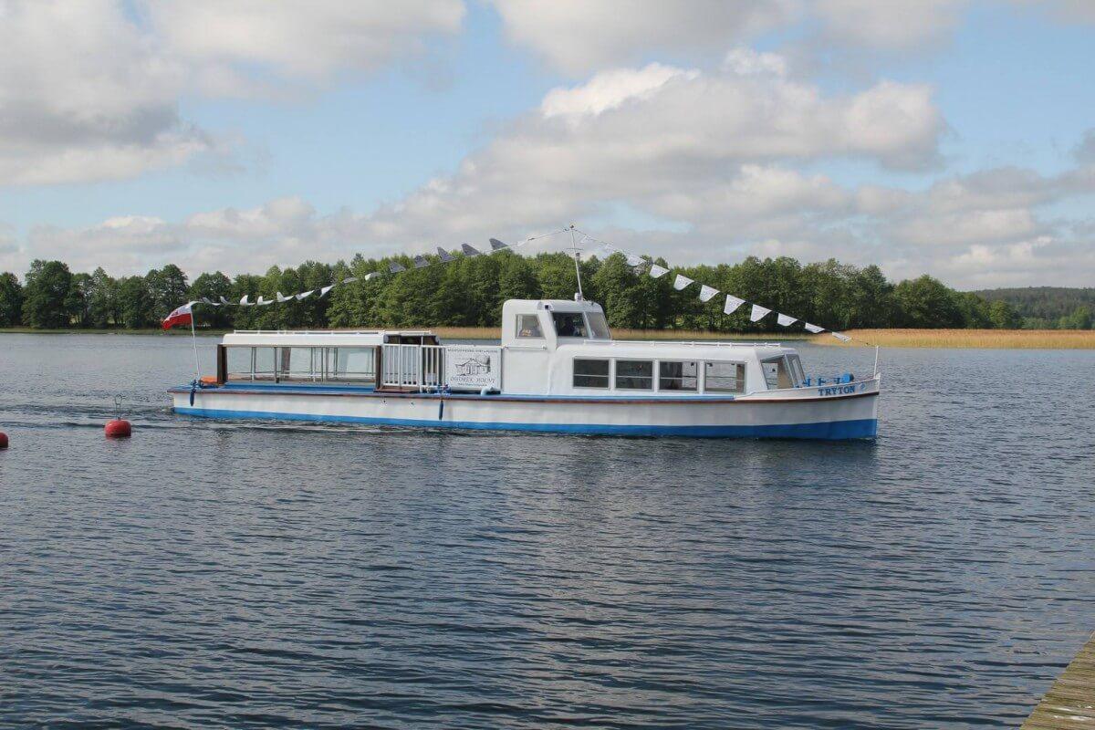 W jeziorze Wigry zatonął Tryton, tzw. statek papieski (foto, wideo)