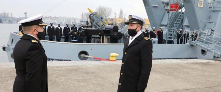 Świnoujście. Uroczystość pierwszego podniesienia bandery na Holowniku H-12 Semko.
