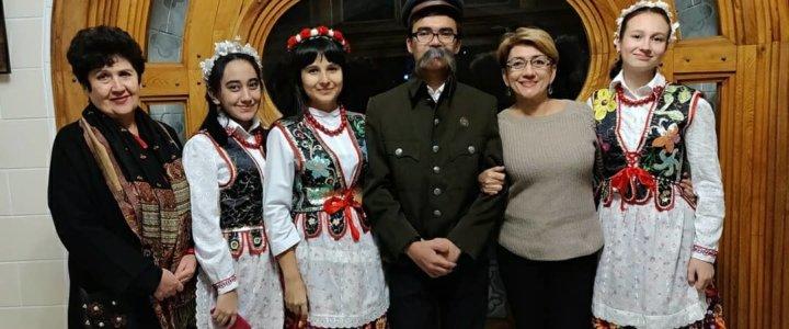 Szkoła Muzyczna im R.Gliera oraz Polonia z Taszkientu składają życzenia.