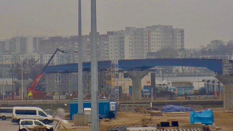 Przy Terminalu Promowym w Świnoujściu estakada rośnie w ekspresowym tempie.