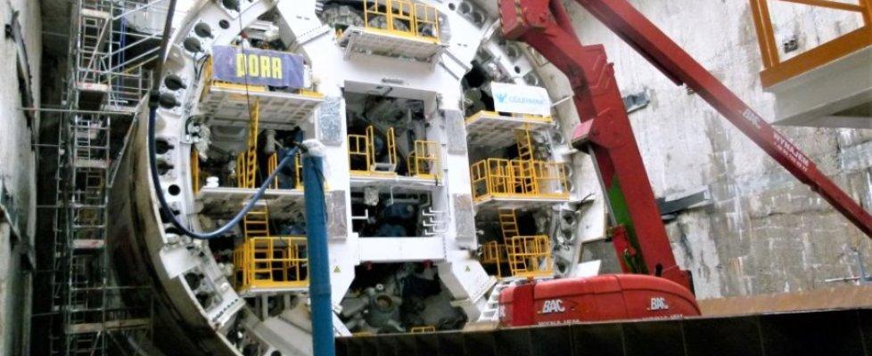 Na zdjęciu montaż maszyny TBM w komorze startowej.