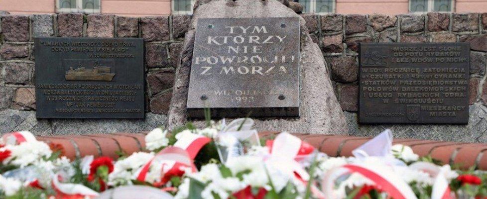 """Świnoujście. 28. rocznica zatonięcia promu """"Jan Heweliusz""""."""