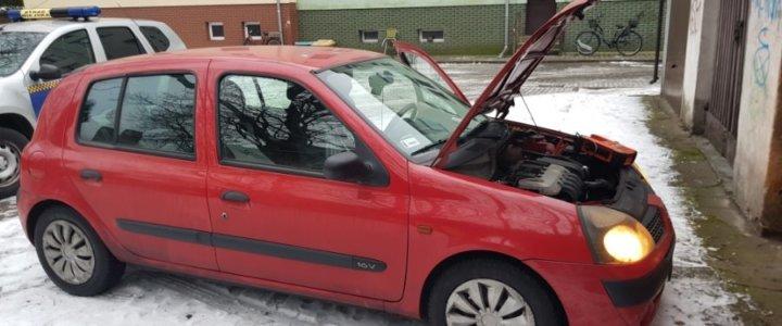 Świnoujście. Strażnicy odpalili auto urządzeniem rozruchowym.