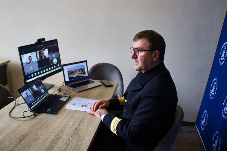 Kompetencje IT na morzu - Akademia Morska w Szczecinie na sesji IMO.
