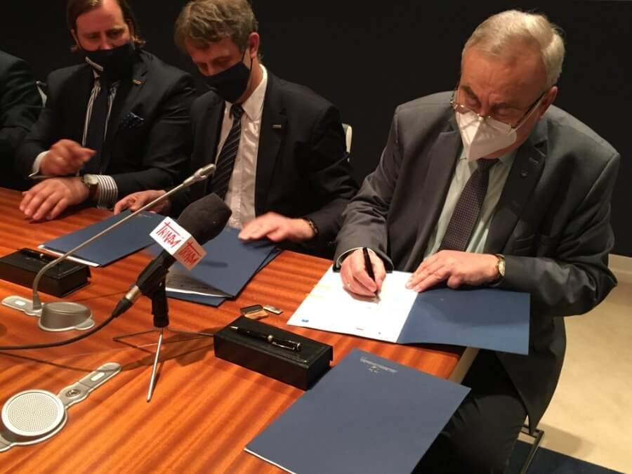 Umowa podpisana, będzie nowy statek pożarniczy w zespole portów Szczecin-Świnoujście.
