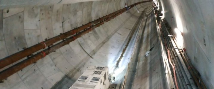 Świnoujście. Tunel. Wyspiarka tuż przed wejściem pod dno Świny.
