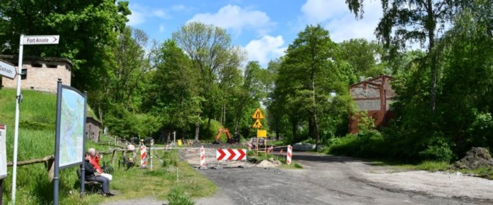 Świnoujście. Ulica Jachtowa. Ostatni odcinek drogi dla rowerów jeszcze w tym roku.
