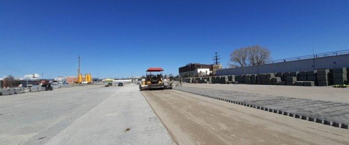 W Świnoujściu budowa przy terminalu promowym nowego parkingu dla ciężarówek osiągnęła właśnie półmetek.