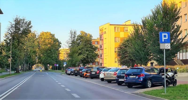 Miejsca postojowe na ul. Chełmońskiego (78 miejsc postojowych)