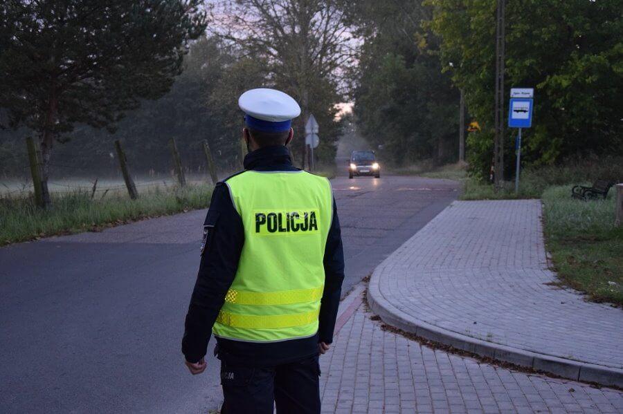 """POLICJANCI ZAPEWNILI BEZPIECZEŃSTWO PODCZAS NEUTRALIZACJI BOMBY """"TALLBOY"""" W ŚWINOUJŚCIU."""