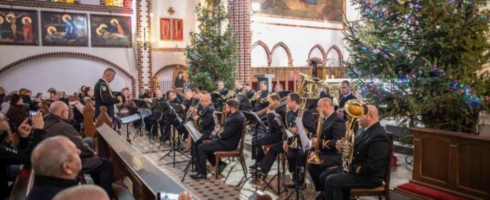 Orkiestra Morskiego Oddziału Straży Granicznej w kościele świętego Jerzego.