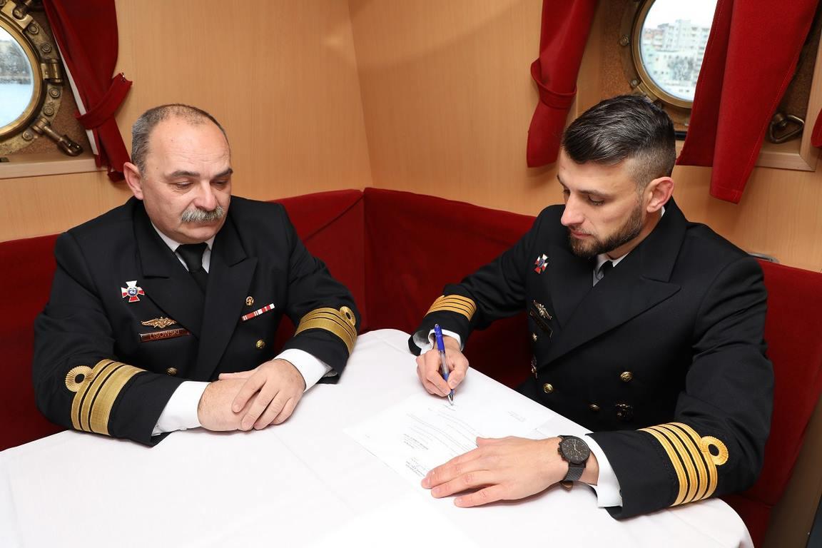 Świnoujście. Nowy dowódca ORP Hańcza (fotogaleria)