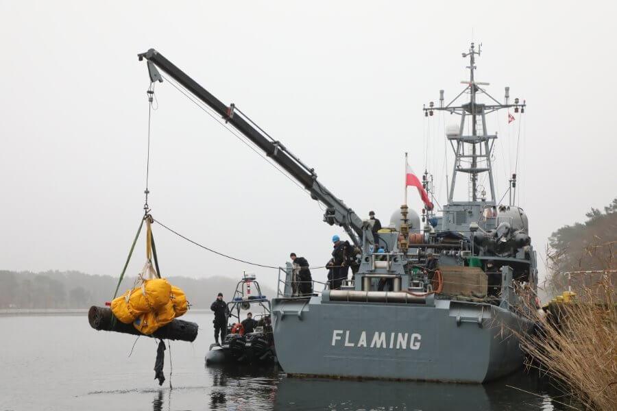 Świnoujście. Kolejna lotnicza mina morska usunięta z toru wodnego - foto.