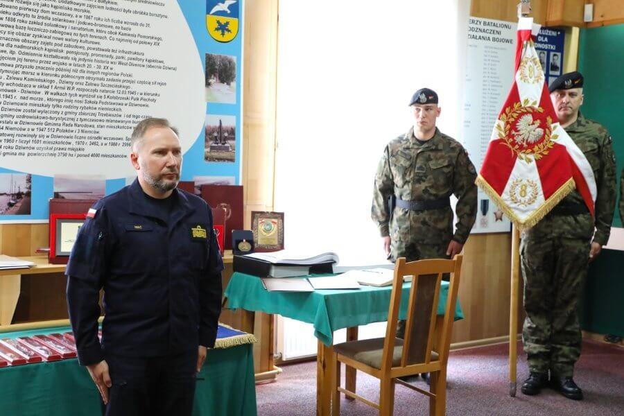 """8. Batalion Saperów """"Przodującym Pododdziałem Marynarki Wojennej""""."""