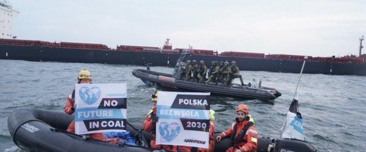 Interwencja straży granicznej na statku Greenpeace w Porcie Gdańsk (wideo).