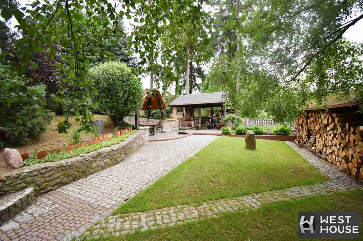 Ten dom i ogród Małgosi robi wrażenie.