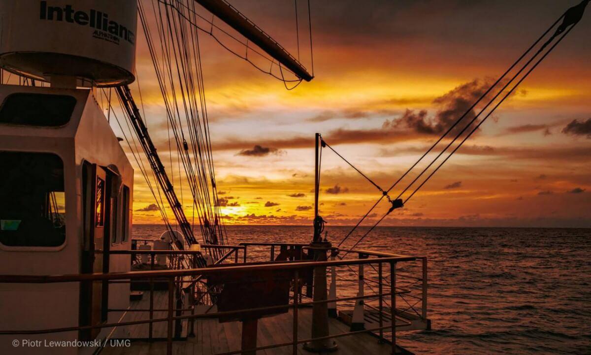 Dar Młodzieży ponownie na Atlantyku – relacja z pokładu