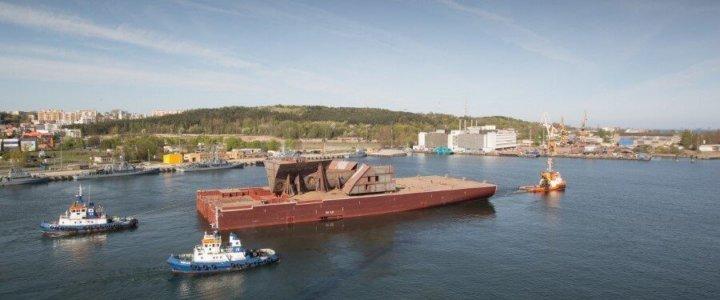 Megablok kadłuba nowoczesnego wycieczkowca wyruszył ze stoczni CRIST do Francji