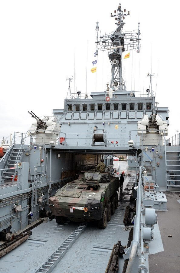 Świnoujście. Transport techniki wojskowej 12.BZ przez siły 8.FOW