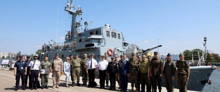 Świnoujście. Wizyta Wojskowego Korpusu Dyplomatycznego w 8. Flotylli Obrony Wybrzeża
