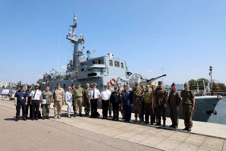 Świnoujście. Wizyta Wojskowego Korpusu Dyplomatycznego w 8. Flotylli Obrony Wybrzeża (fotogaleria)