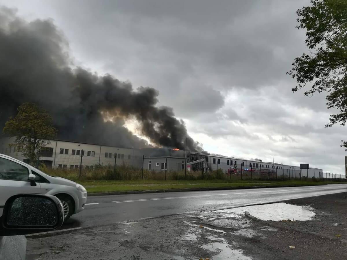 Pożar nieużytkowanego zakładu przetwórstwa rybnego w Złocieńcu