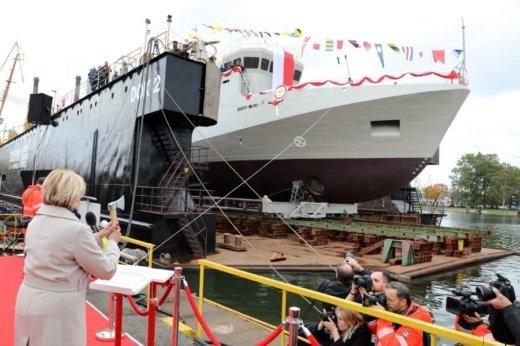 Wodowanie i chrzest ORP Albatros, stępka pod ORP Mewa.