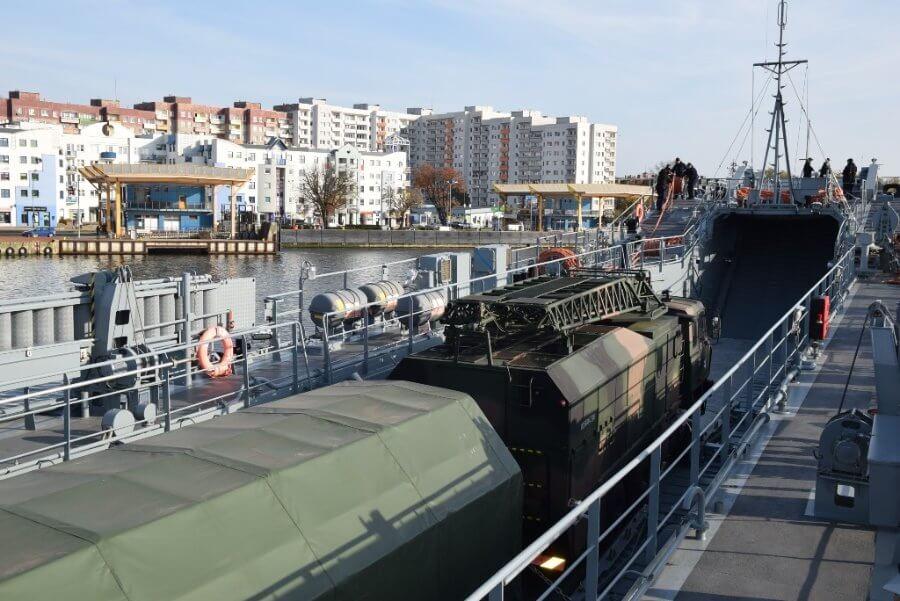 Transport Radiotechników przez siły 8.FOW.