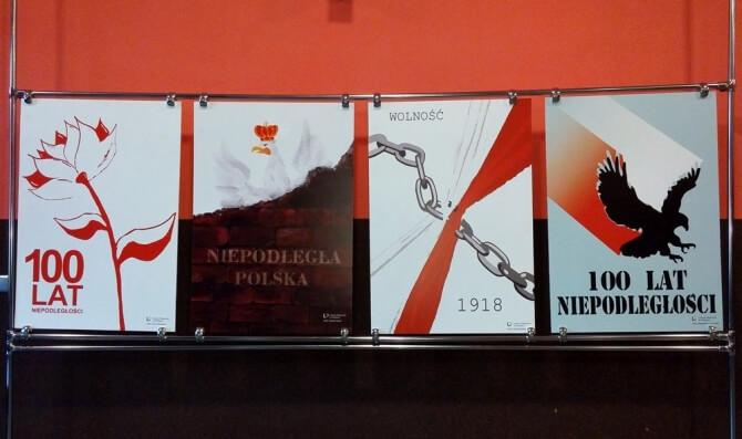 Gryfice. Wystawa prac przygotowanych przez uczniów LO im. Tadeusza Eysymonta
