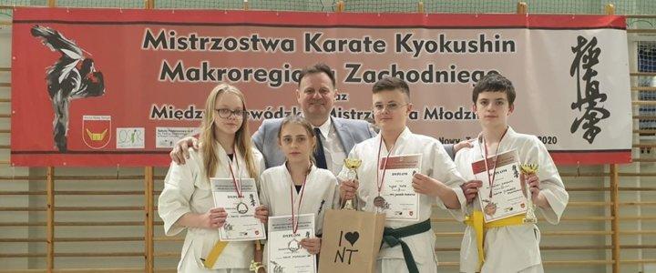 Bardzo dobry występ naszych zawodników - brązowa drużyna ze Świnoujskiej Akademii Karate Kyokushin.
