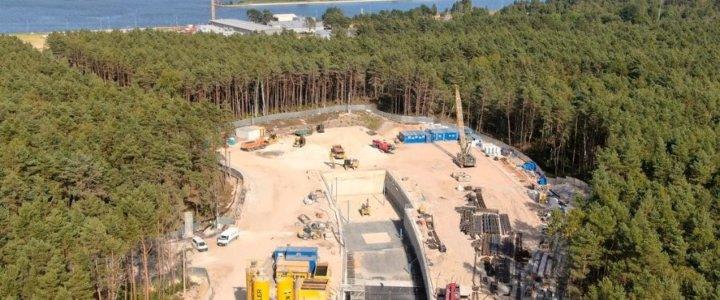 Na zdjęciu Budowa komory startowej TBM z lotu ptaka. (fot. materiały prasowe Miasto Świnoujście/SWECO)