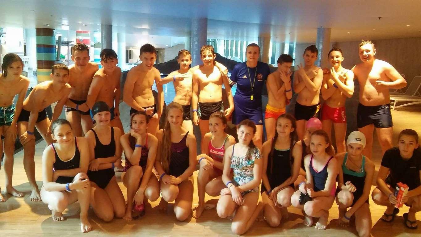 Klasy sportowe 1a i 7s na otwarciu Baltic Park Molo Aquapark