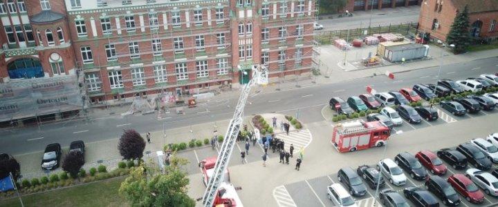 Pokaz supernowoczesnej drabiny strażackiej w Porcie Szczecin - Świnoujście.