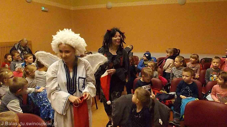 Świnoujście. Mikołaj Święty Wiezie Prezenty Teatr La Fayette