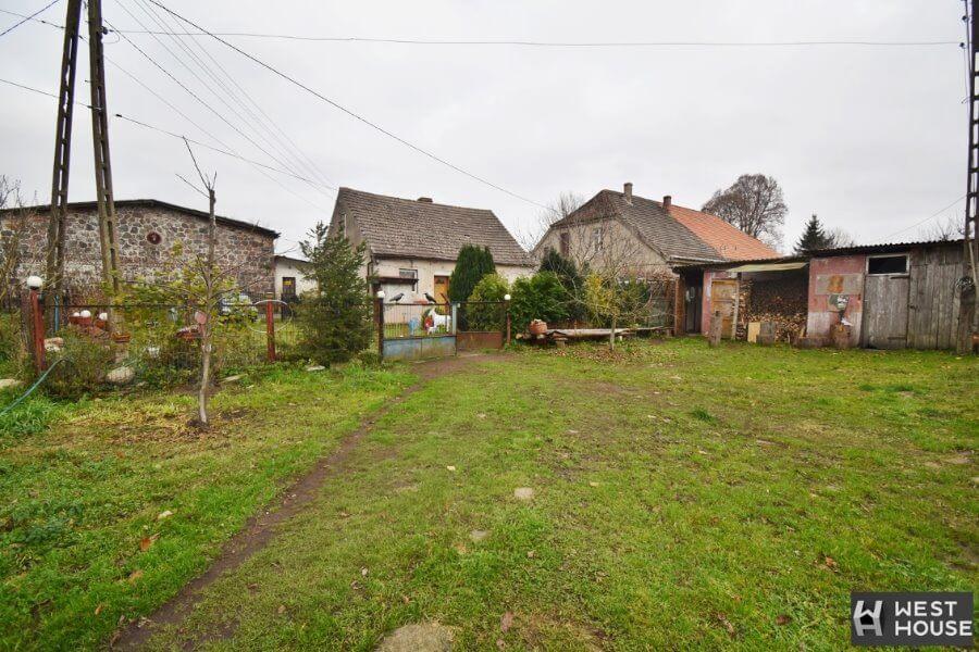 Zachodniopomorskie. Dom na wsi w pobliżu jezior i lasów.