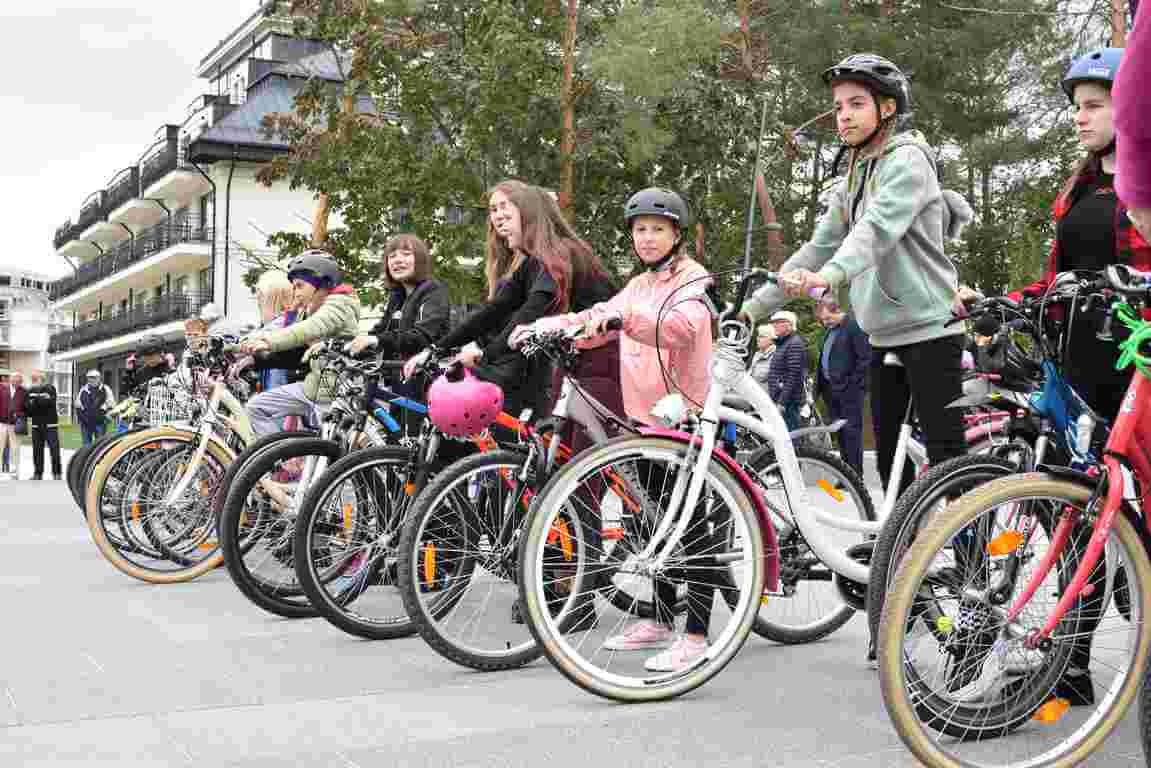 Świnoujście. Promenada Zdrowia, stojaki na rowery, darmowe naprawy rowerów i nie tylko.