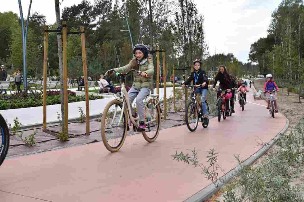 Świnoujście. Promenada Zdrowia, stojaki na rowery, darmowe naprawy rowerów i nie tylko