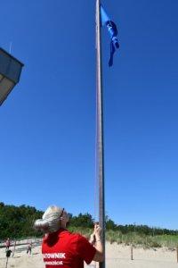 Błękitna flaga zawisła na świnoujskiej plaży