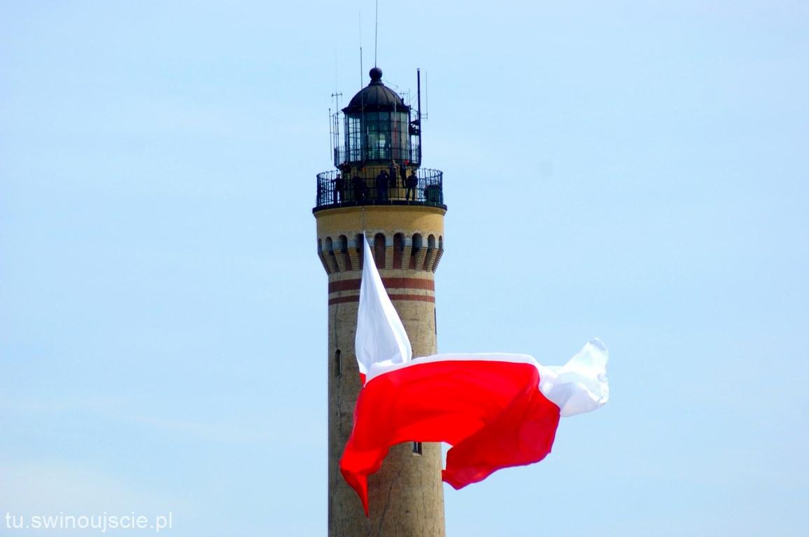 W Świnoujściu zawisła największa flaga w Polsce