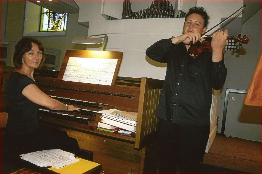 Rodzinny  duet – organy  i skrzypce