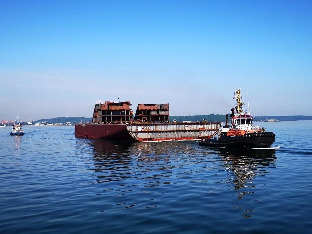 Megablok statku pasażerskiego opuścił stocznię Crist [foto, wideo]