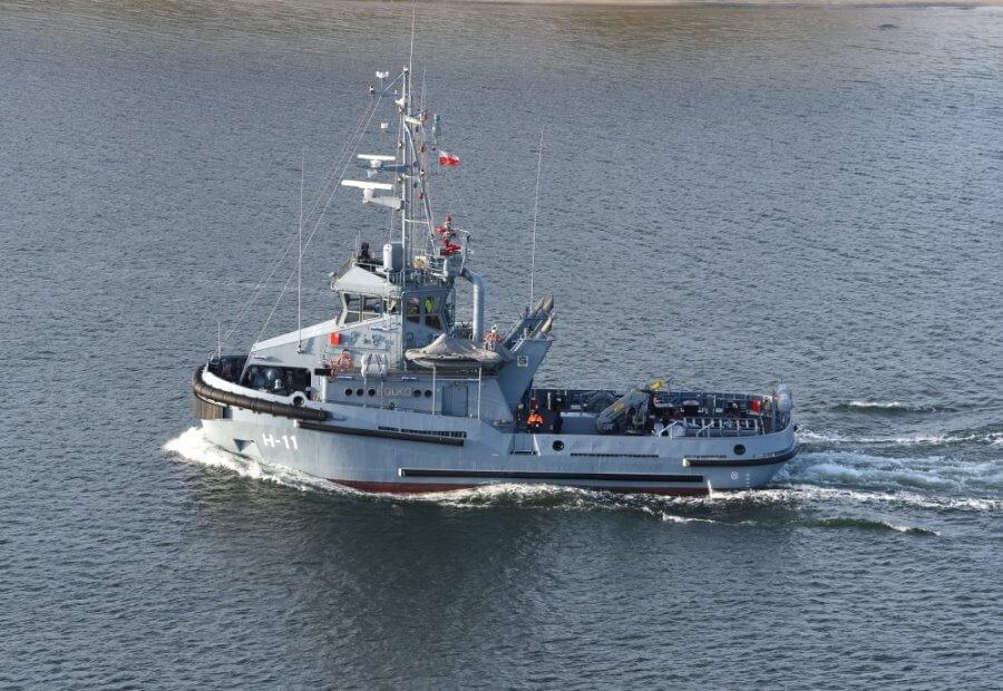 Świnoujście. Uroczystość pierwszego podniesienia bandery na holowniku H-11 Bolko.