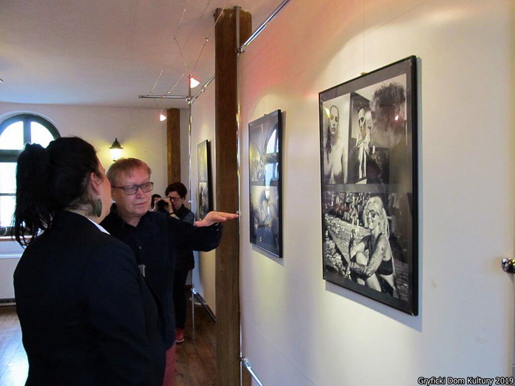"""Gryfice. Wystawa fotograficzna """"Ludzie stamtąd"""" Krzysztofa Lachowicza"""