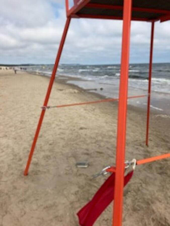 W ostatni weekend na terenie plaży - Kąpieliska Morskiego Świnoujście, doszło do dwóch aktów wandalizmu.
