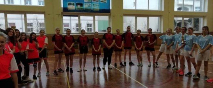 Świnoujście. Szkoła Podstawowa nr 6 reprezentować będzie nasze miasto w rozgrywkach regionu B w piłce koszykowej dziewcząt.